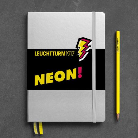 Carnet Medium (A5), Couverture rigide, 251 pages numérotées, Argent, Neon Jaune, dotted