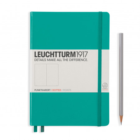 Carnet Medium (A5) couverture rigide, 249 pages numérotées, pointillés, émeraude